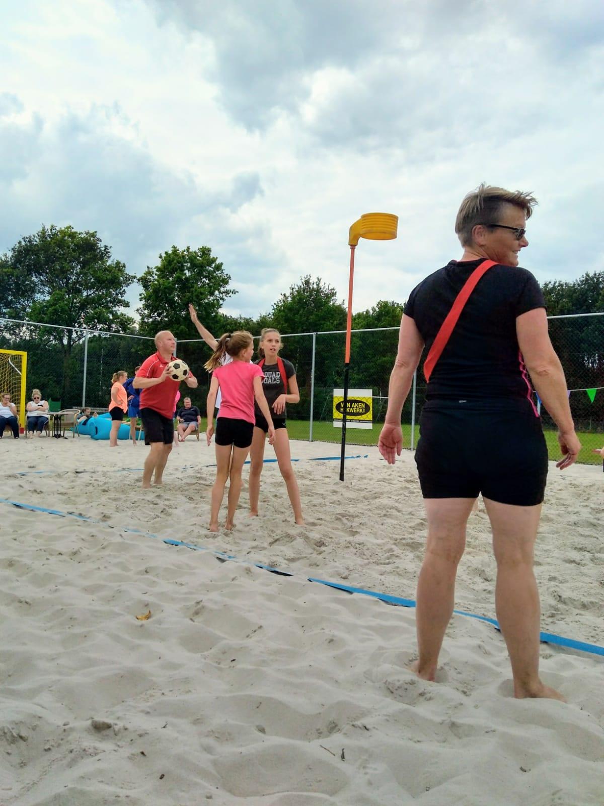 Beachkorfbal als seizoenafsluiter